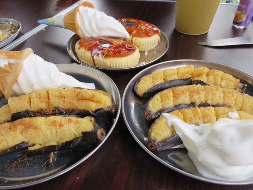 焼きバナナと焼きチーズ蒸しケーキのソフトクリームトッピング