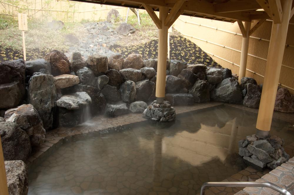 スプリングスひよしの温泉露天風呂